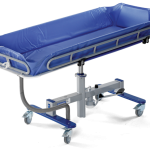 arjohuntleigh-hygiene-systems-shower-trolleys-concerto-long